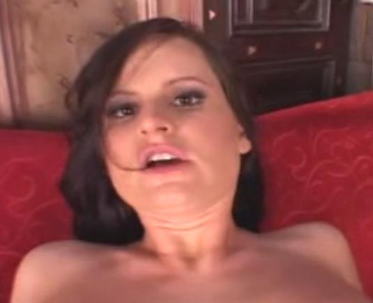 Video sexe brune bas résille