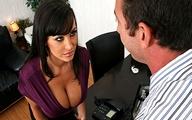 Video porno Lisa Ann Branlette espagnole au Bureau