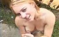 Video x Amatrice blonde Branle une bite dehors